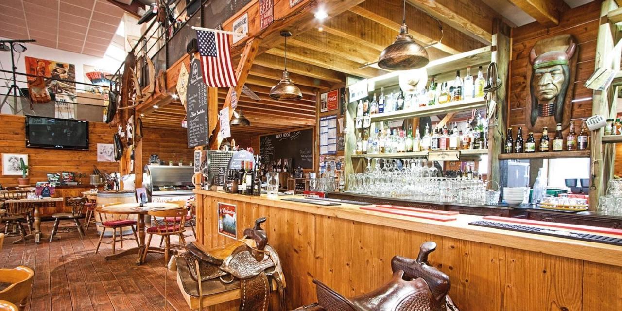 Black Horse Saloon : Il était une fois à Oingt…. !